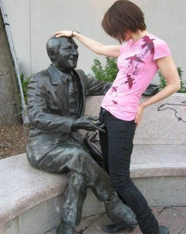 statue_fingers.jpg